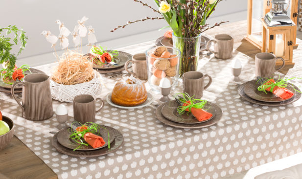 Dekoria.pl, obrus prostokątny, kolekcja tkanin Flowers, dzbanek, miska i talerz Simple Cottage Brown