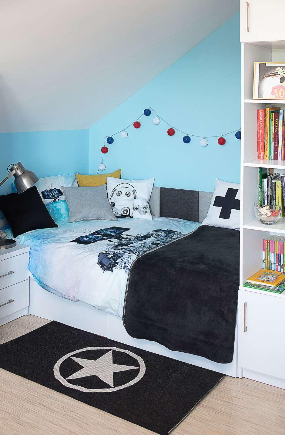 Кровать в маленькой комнате для ребенка