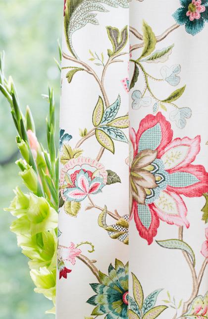 kwiaty na tkaninach, odśwież swoje wnętrze