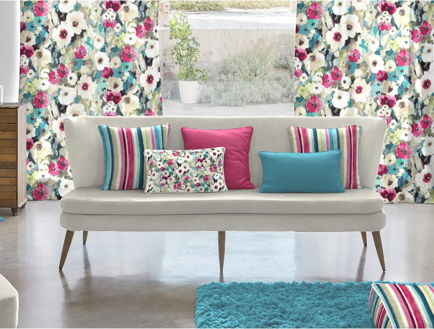 odśwież dekorację okna nowymi zasłonami, zasłony gotowe i na miarę w kwiatowe wzory, kwiaty we wnętrzu
