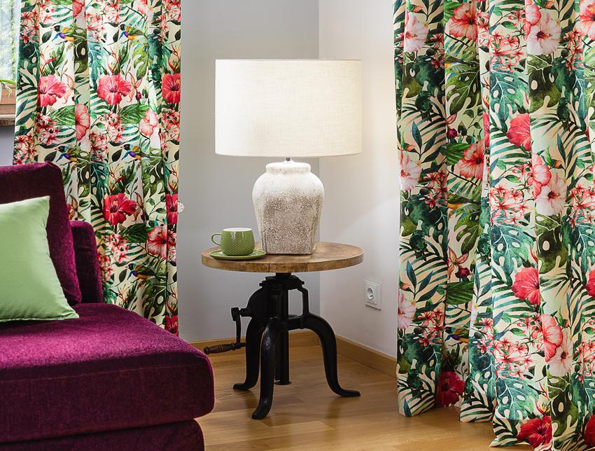 Dżungla w salonie- zasłony i poszewki w tropikalne wzory